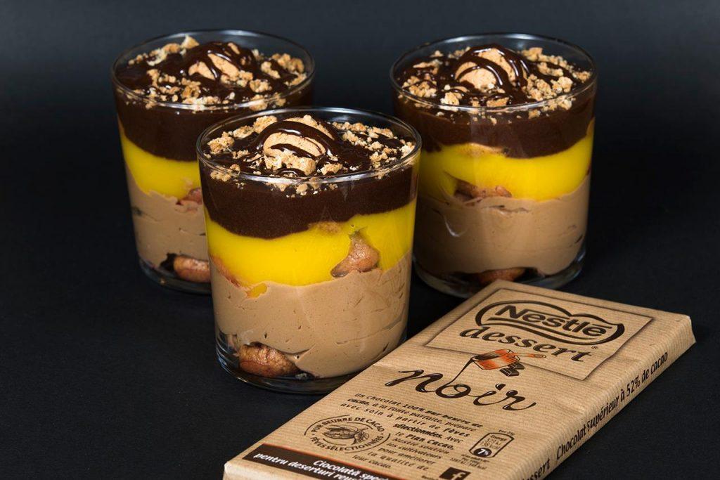 juxtapoziție cu ciocolată și mango