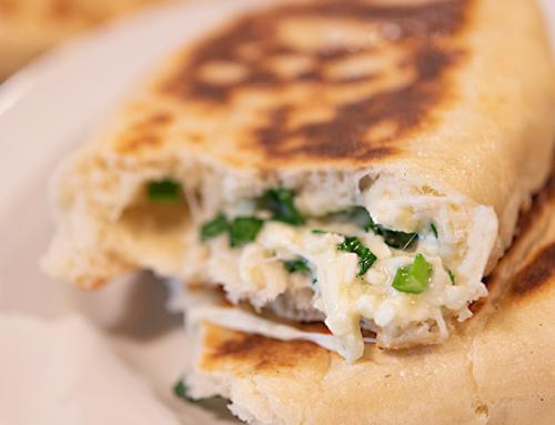 Plăcinte cu brânză, ceapă verde și usturoi verde