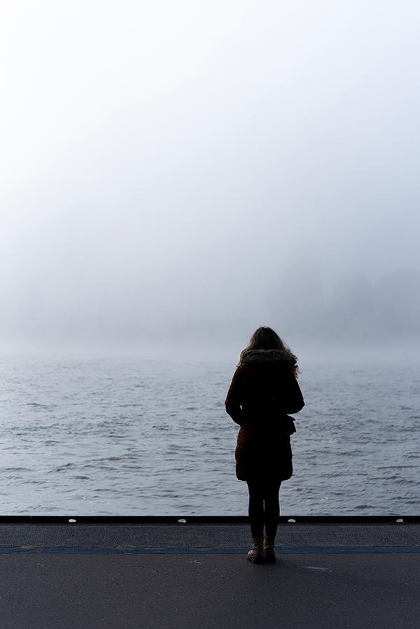 Portret minimalist în ceață - Hamburg Hafen