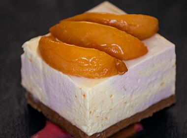 Cheesecake cu piersici și rubarbă
